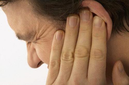 u bã đậu ở vành tai